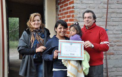 El ministro de Desarrollo social, Dr. Ángel Niccolai inauguró nuevas viviendas en Departamento Guasayán