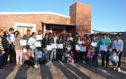 Se entregaron un total de 20 viviendas sociales en el departamento Figueroa
