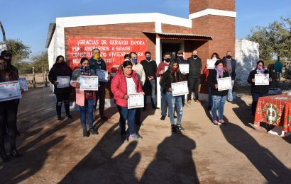 Entregaron 12 viviendas sociales en Los Telares