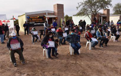 Entrega de 16 viviendas sociales en Dpto. Figueroa